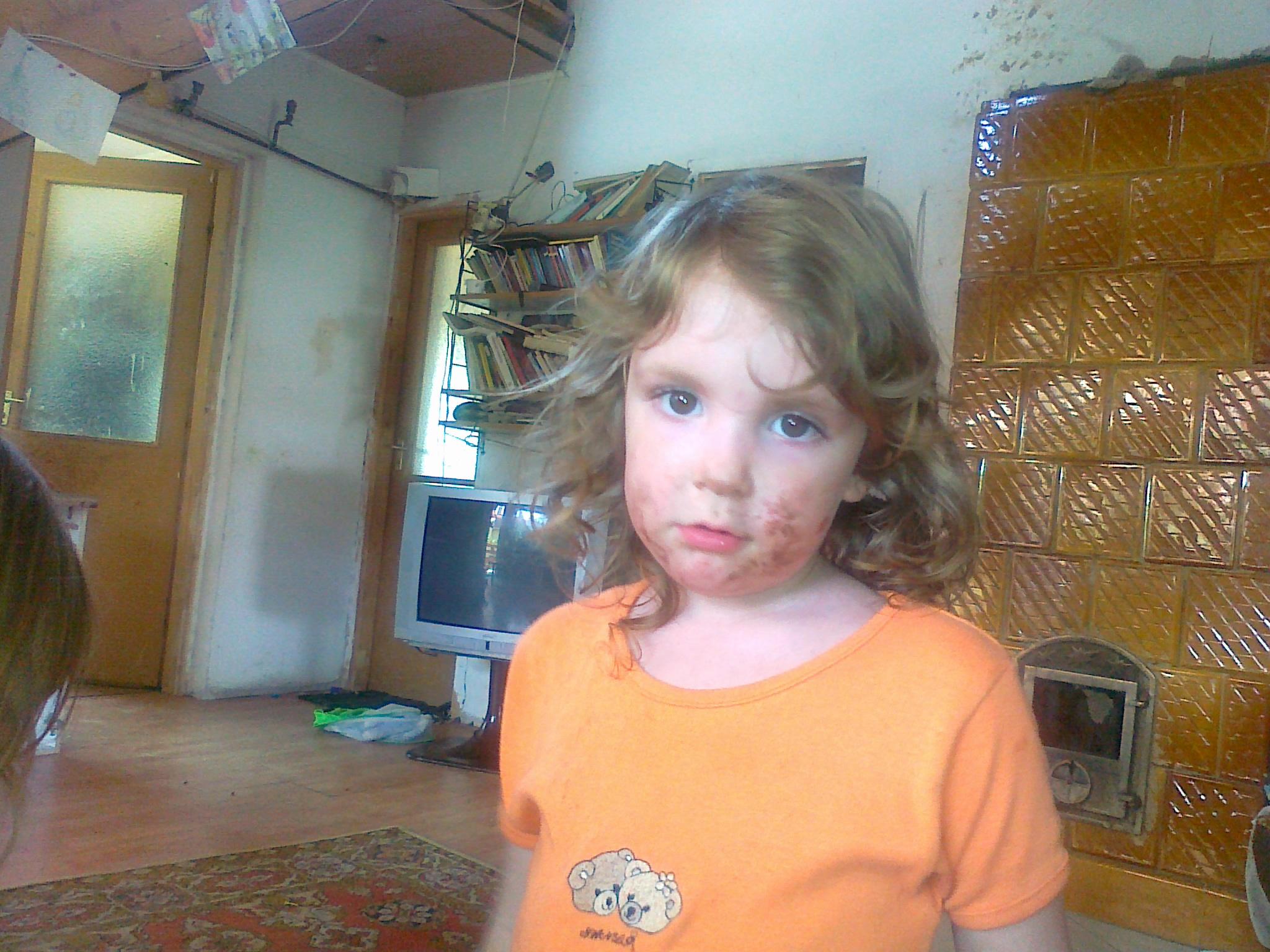 Szilvike lányunk maszatos arccal