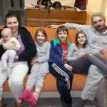 Leona férjével és négy gyermekével